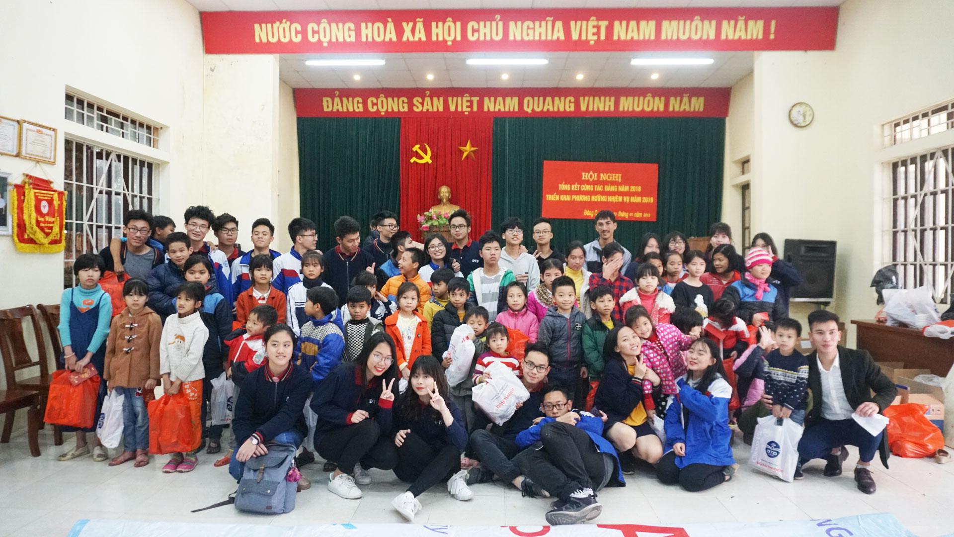 Chuyến đi thiện nguyện lớp 11C1 đến lớp học tình thương chùa Hương Lan